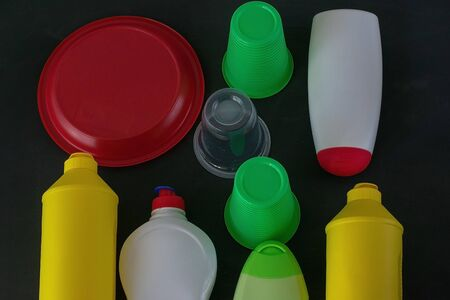 Plastic recycling. The concept of ecology, collection and disposal of plastic. Top view. Banque d'images - 135513776