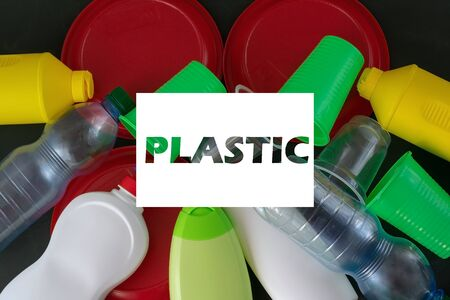 Plastic recycling. The concept of ecology, collection and disposal of plastic. Top view Banque d'images - 137369351