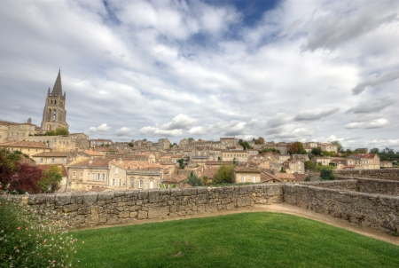 Saint-Emilion is one of the principal red wine areas of Bordeaux, the wines of Saint-Emilion are respected all over the planet Stock Photo - 14894277