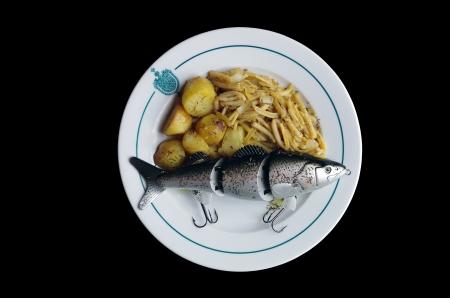 lure fishing: Lure di pesca gigante accompagnato con verdure Archivio Fotografico