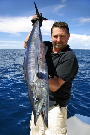 ラッキー漁師美しいワフー魚の保持 写真素材