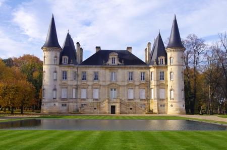 Château Pichon Longueville est un château viticole édifiée en 1851 par Raoul de Pichon Longueville Banque d'images - 16372939