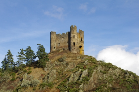 cantal: The Chateau d%uFFFDAlleuze is a ruined castle situated in the cantal  France  Stock Photo