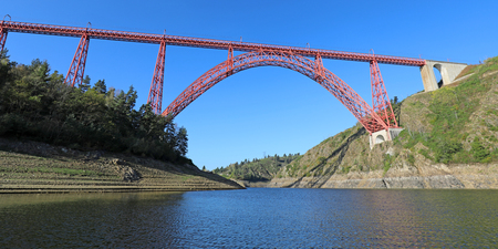 The viaduct of Garabit is a French railway construction located in cantal Auvergne. It was carried out by Gustave Eiffel in 1880