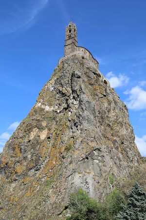 The rocher de l'aiguilhe and Saint Michel church .Puy en Velay, Haute-Loire, Auvergne Banque d'images