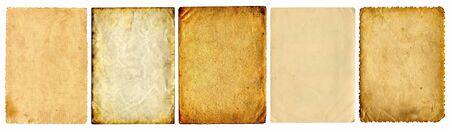 worn paper: conjunto de p�ginas de documentos antiguos aislado en el blanco
