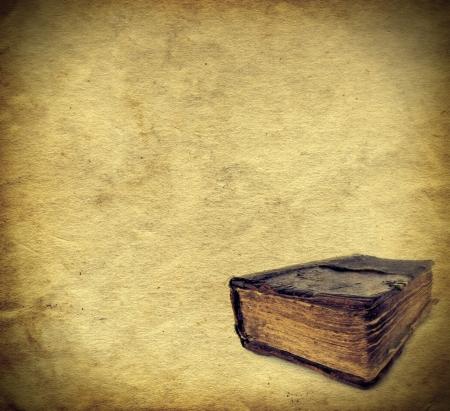 biblia: plantilla de papel a�ada un libro viejo