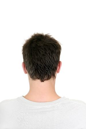 espalda: Vista posterior de la cabeza del hombre joven aislado en el fondo blanco