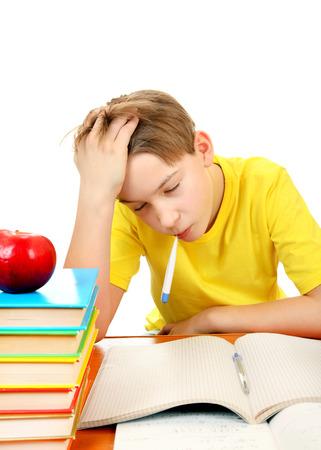 chory: Chory z termometrem i uczniowskich książek na białym tle
