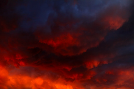 Blurred Natural Red Dramatic Clouds Area Background Standard-Bild