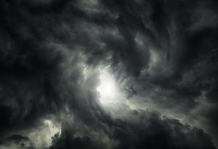 White Hole in the Whirlwind van de donkere onweerswolken