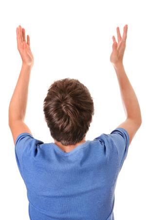 Vista posteriore di un uomo con le mani in alto isolato su sfondo bianco