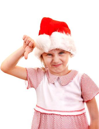 Otrávený Malá dívka v santa klobouk dělat palec dolů na bílém pozadí