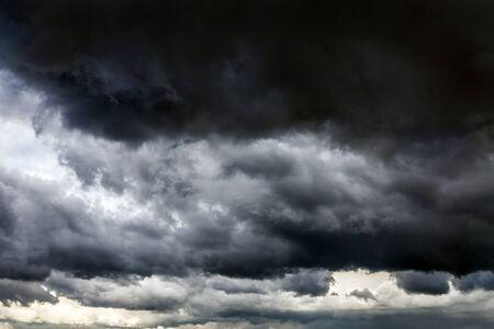 Dark and Dramatic Storm Clouds Area Background 版權商用圖片 - 128013109