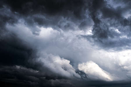 Dark and Dramatic Storm Clouds Area Background Banque d'images