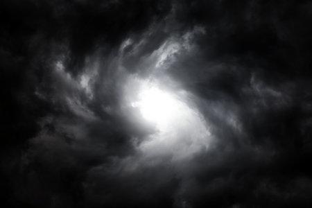 Blurred Whirlwind in the Dark Storm Clouds 版權商用圖片