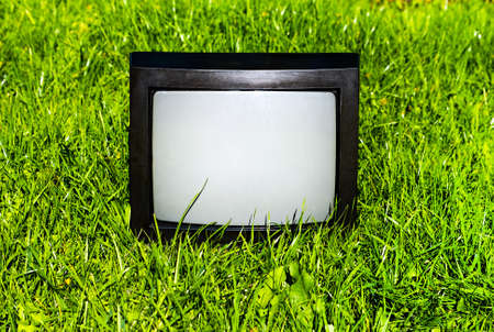 Old Analog Television Set on the Grass outdoor 版權商用圖片