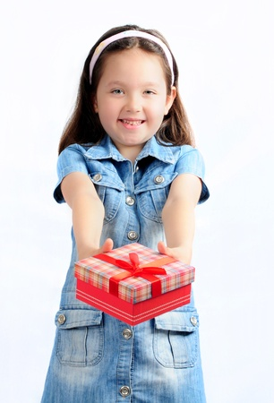 adorabile bambino con il regalo Archivio Fotografico