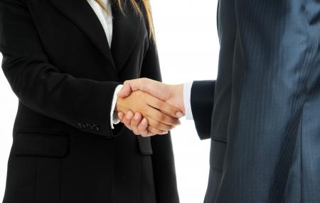 Uomo d'affari dettaglio e la donna si stringono la mano