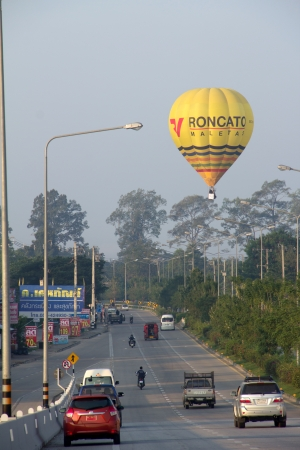CHIANGMAI, THAILAND-December 7 : People parking the car and watch the hot air balloon fly above high way road in ChiangMai city. In the Thailand International Balloon Festival 2013, on December 7, 2013  in Chiangmai,Thailand