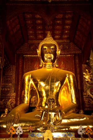 gold buddha statue in Wat Phra That Lampang Luang