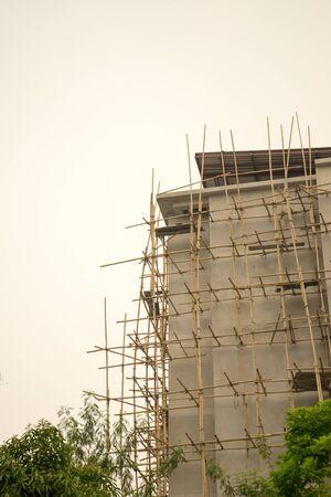 andamios: andamio de construcción de estructura de arquitectura de apoyo para la creación de trabajo tailandesa de Chiang Mai Foto de archivo