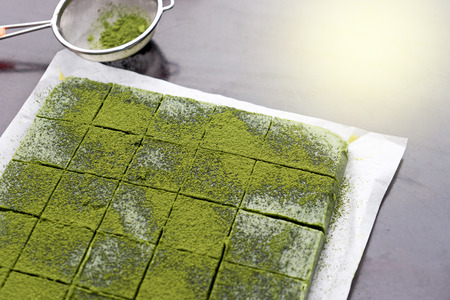 chocolate green tea making mix with matcha powder Imagens