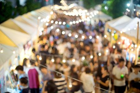 축제 판매 박람회에서 야외 산책 시장