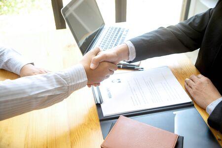 Successful business interview ,Handshake while job interviewing Foto de archivo