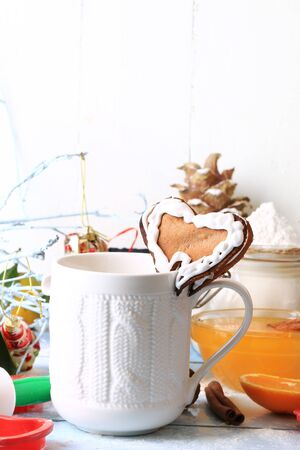 galletas de jengibre: Christmas coffee with ginger cookies heart homemade cakes