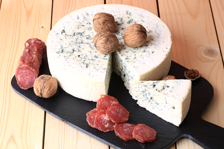 spicey: appetizer blue cheese walnut summer sausage