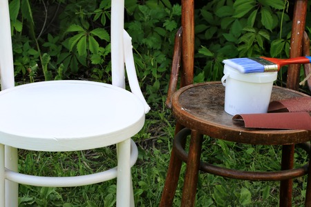 painting restoration old chair before and after Imagens