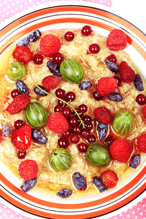 breakfast oatmeal with berries and honey on white wooden background flat style top view overhead summer menu Imagens