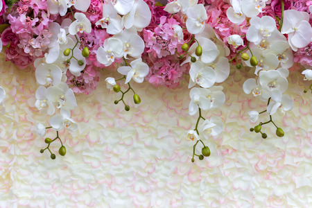 Sfondo floreale. Lotto di fiori artificiali