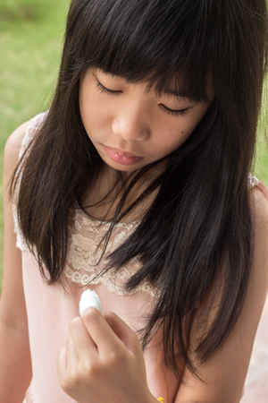 Girls feel sad when look at fingertips wound.