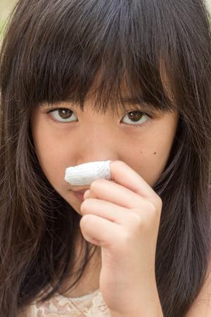 fingertips: Girls feel sad when look at fingertips wound.
