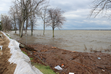 oka: During the flood of May 2017 in Pointe Calumet, They Had to reinforced this dam to prevent prevention water from flooding the surrounding streets.