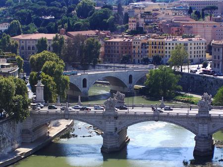 Ponte sul Tevere a Roma-foto di stock Archivio Fotografico - 83511903