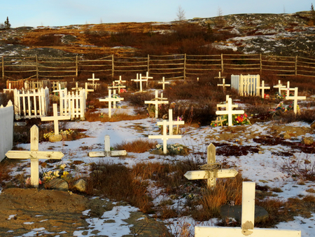 White crosses showing Inuit graves in the Kuujjuaq cemetery Imagens