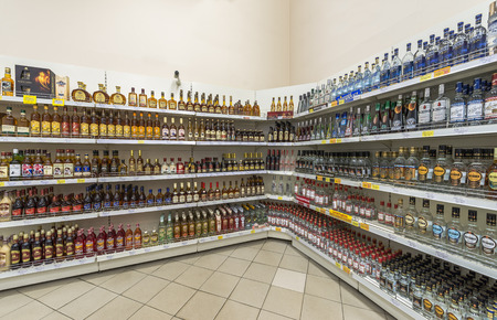 bebidas alcoh�licas: Moscow, Russia - June 11, 2015: Shelves with alcoholic beverages at the supermarket, Gelert. Editorial