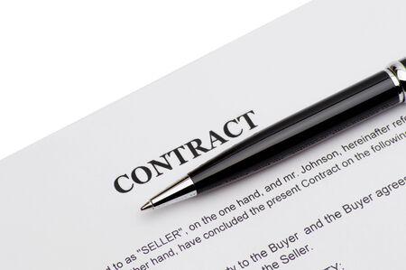 ball pens stationery: Pluma en un contrato aislado en el fondo blanco