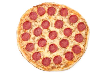 Pepperoni Pizza, isoliert auf weißem Hintergrund