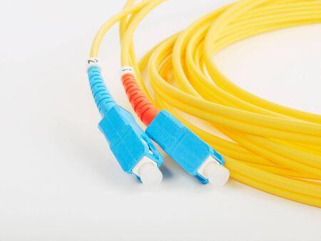 fiber cable: glas vezel kabel voor het net werk. close-up