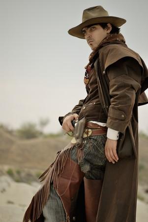 botas vaqueras: hombre guapo en ropa de vaquero  Foto de archivo