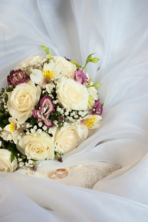 wedding still life. bridal bouquet and the ring Stock Photo - 10570411