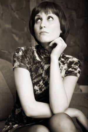 indoor shot: retrato de mujer atractiva. tiro bajo techo Foto de archivo