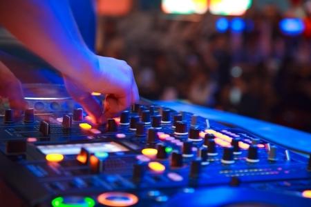 night club: fiestas en discotecas. DJ Foto de archivo