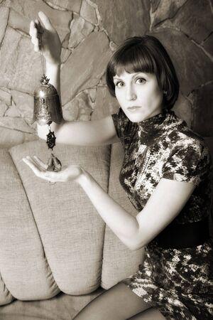 indoor shot: retrato de mujer atractiva. tiro de interior