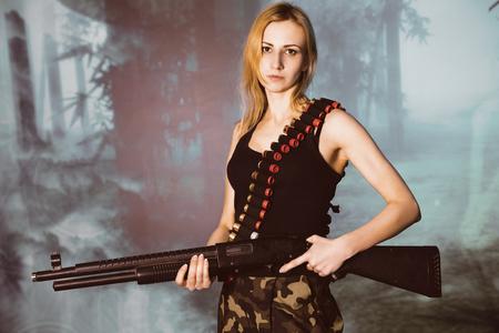 militaire sexy: Portrait d'une femme attrayante en style militaire Banque d'images