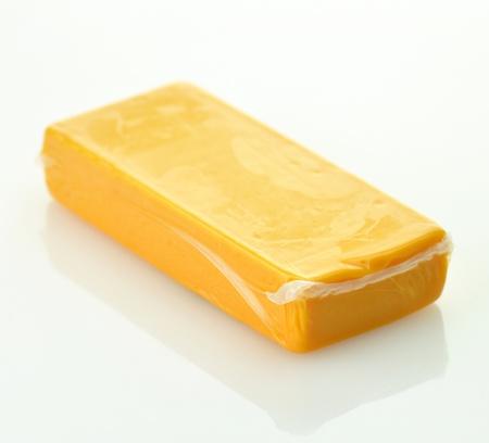 queso cheddar: un bloque de queso cheddar  Foto de archivo
